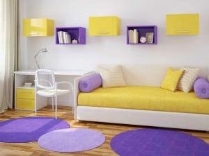 Contraste entre amarillo y morado o violeta