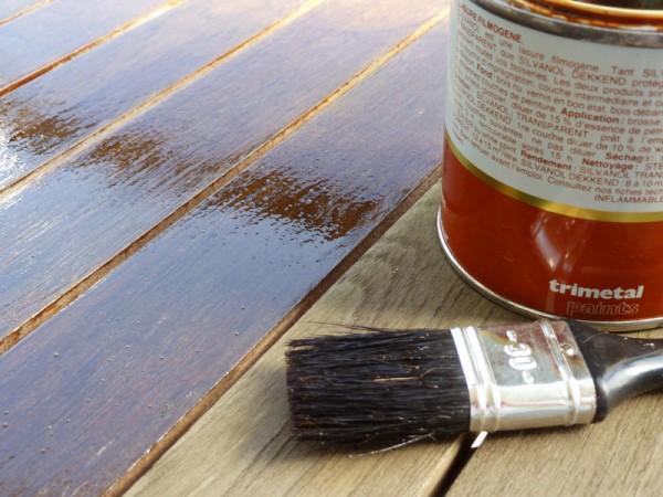 barniz sobre madera