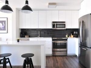 La combinación de blanco y negro en decoración de interiores