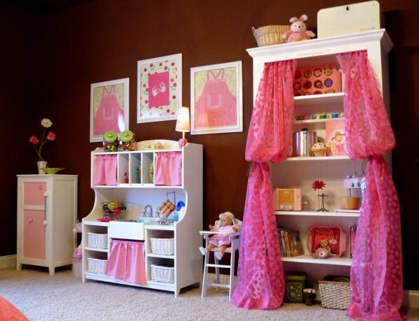 Un cuarto de ni a en rosa y chocolate for Cuarto de nina rosa palido