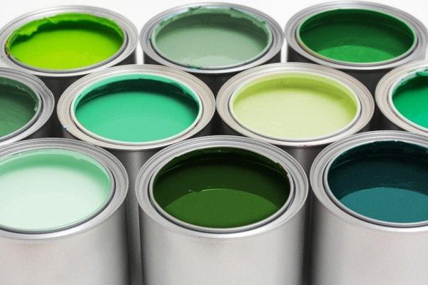 Verdes c lidos medios y fr os para tus interiores for Pintura pared verde