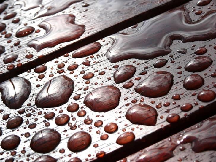 Madera mojada protegida con lasur