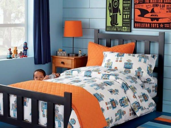 Dormitorio azul y naranja