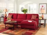 Sofá rojo, ¿De qué color las paredes?