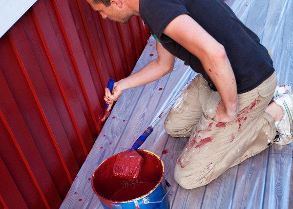 Pintando casa de madera