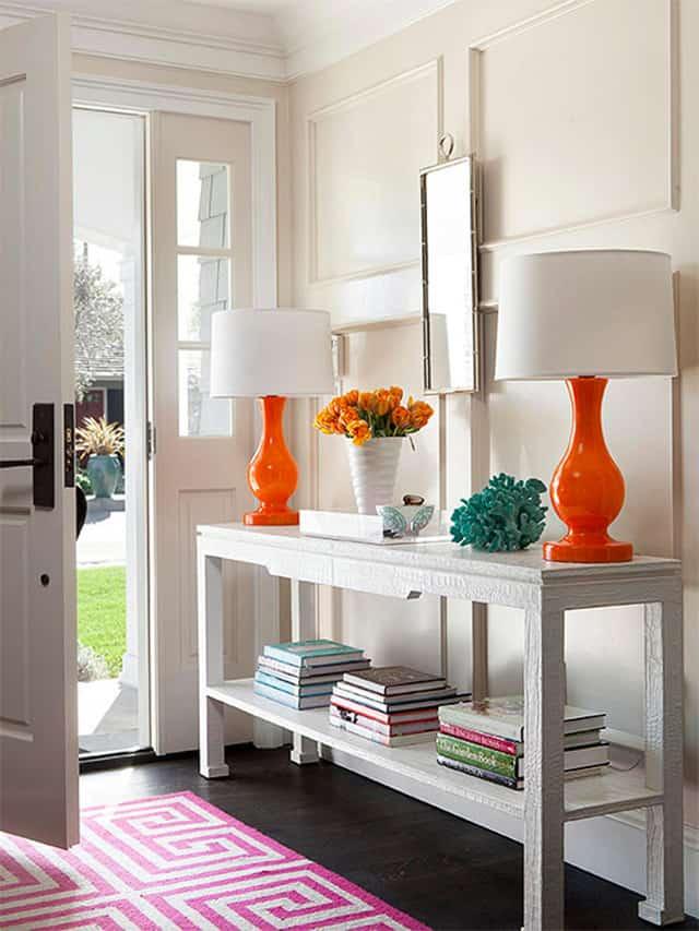 Dos lámparas naranja
