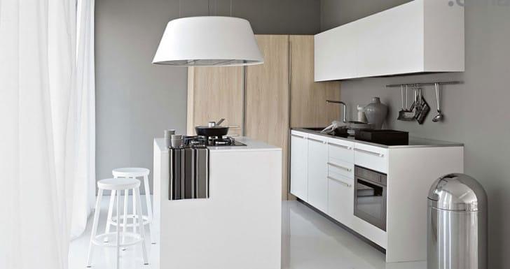 Cocina en gris y blanco