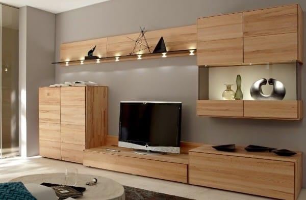 pared gris con mueble en madera clara