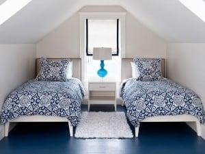 ¿De qué color pintar las paredes con un piso azul?