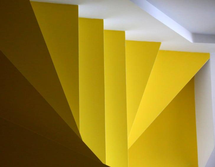 Escalera amarilla