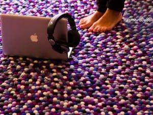 Decorando con alfombras de bolas de fieltro