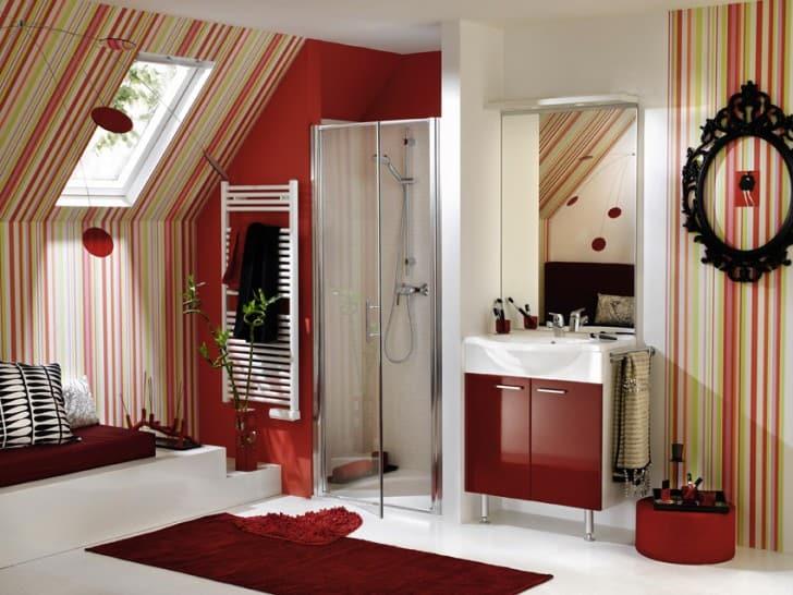 Baño grande rojo