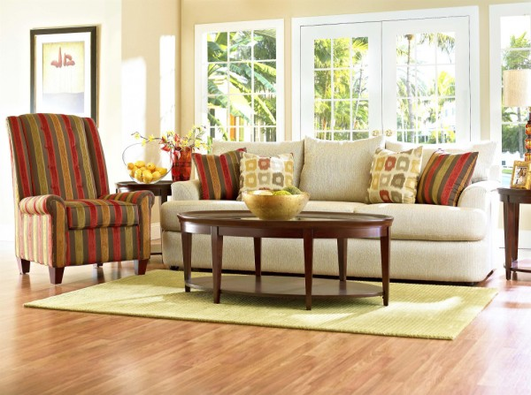 Elige el color de sof m s adecuado for Combinar muebles de distintos colores