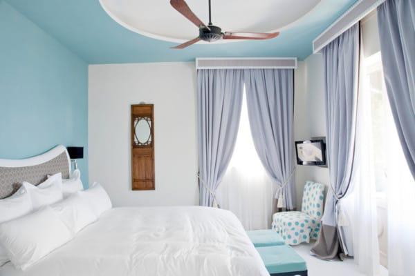 Dormitorio color azul cielo y blanco