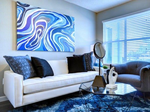 Sala gris y azul