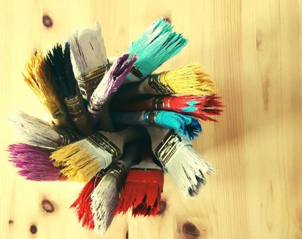 Pinceles o brochas con pintura