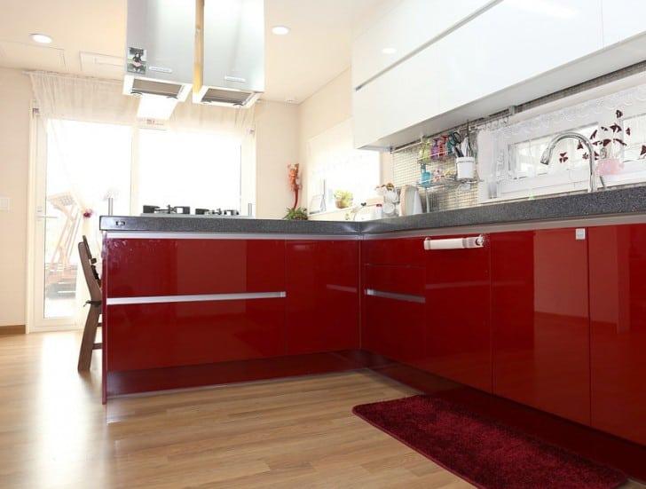 Cocina muebles bajos rojos
