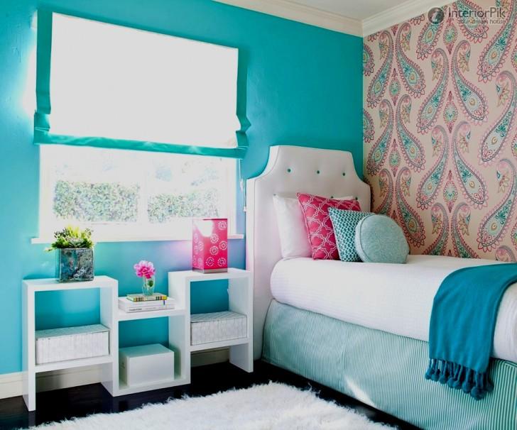 Habitación turquesa y rosa