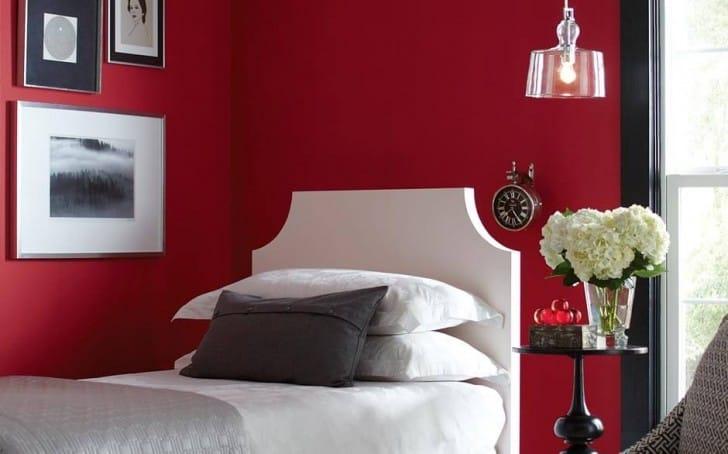 Dormitorio rojo púrpura