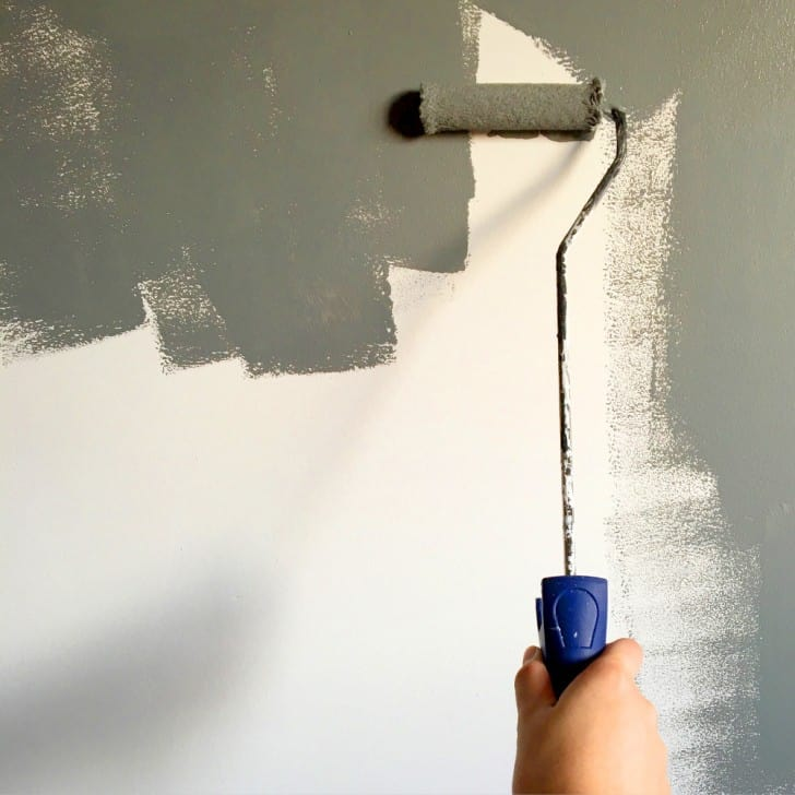 Pintando pared satinada con rodillo