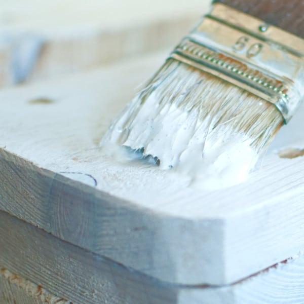 Pintar pino de blanco
