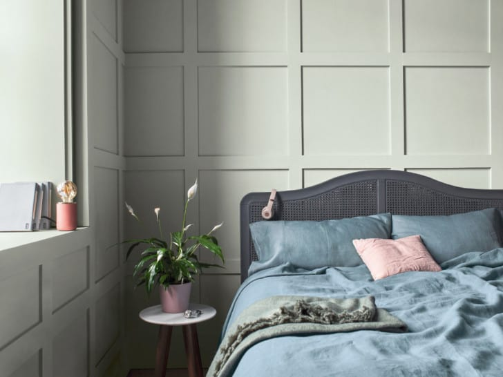 Dormitorio con paredes gris ceniza