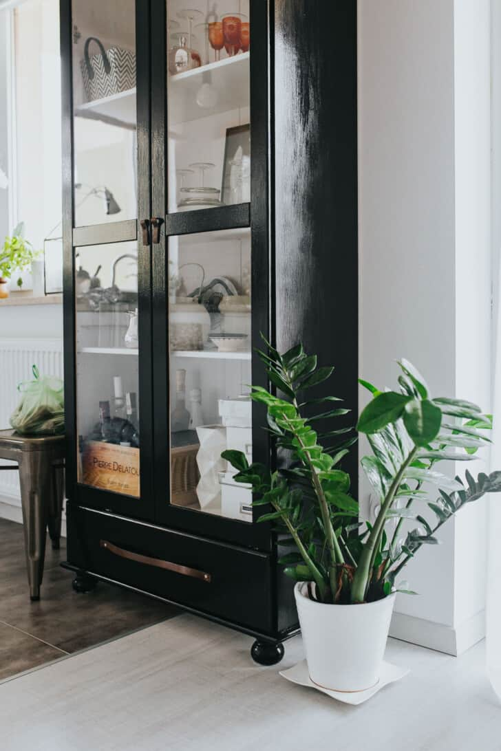 Mueble de cocina pintado de negro
